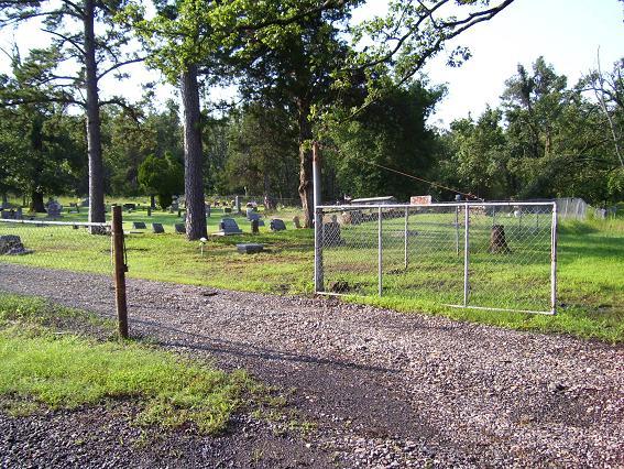 http://usgwarchives.net/ok/muskogee/cemeteries/tombstones/brusheymountcem/brushygate.jpg
