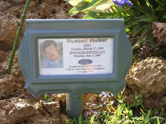 http://usgwarchives.net/ok/muskogee/cemeteries/tombstones/brusheymountcem/russellwalker.jpg